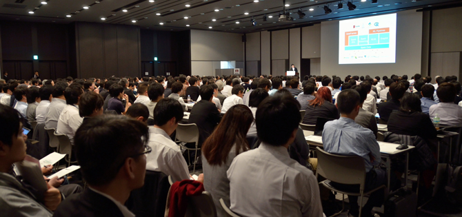 Data Engineering Conference 2015 Powered by Developers Summit会場の模様。立錐の余地もないほどの大入り満員だった
